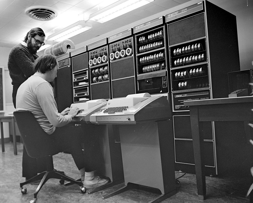 959px Ken Thompson sitting and Dennis Ritchie
